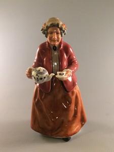 Tea Time HN2255 Royal Doulton Figurine