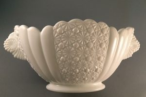 Fenton Daisy and Button pattern bowl side view