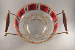 Jeannette Glass chip bowl on rack top view