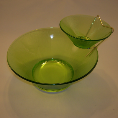Vintage green chip and dip set