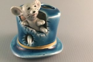 vintage ceramic mouse in a top hat toothpick holder Giftcraft Japan